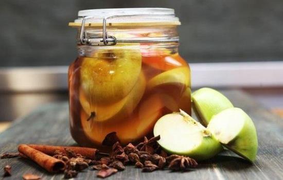 Рецепт маринованных яблок на зиму в банках, секреты выбора