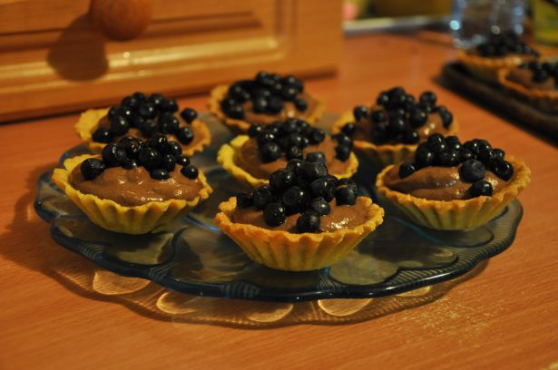 mini tarts with chocolate mousse and berries