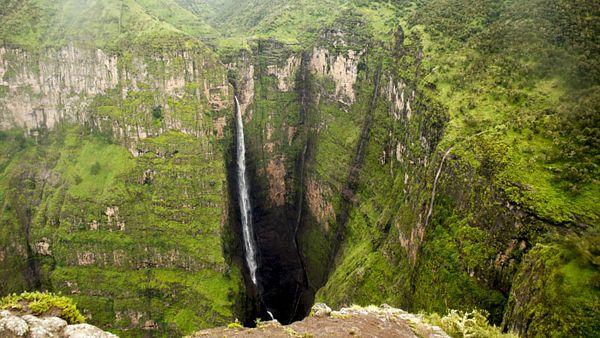 Vodopád Jinbar je vysoký více než 500 metrů a je pátým nejvyšším vodopádem v Africe.