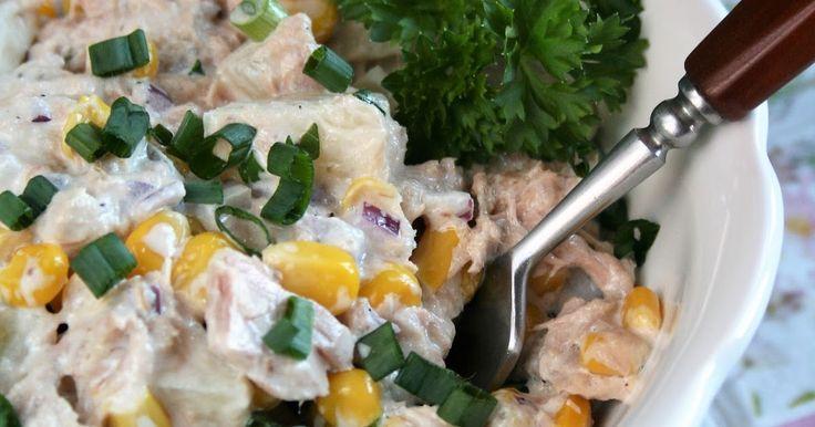 Wspaniała i bardzo łatwa sałatka z kawałkami tuńczyka, na przygotowanie której wystarczy pięć minut. Warto tylko potem dać jej godzinkę lub ...
