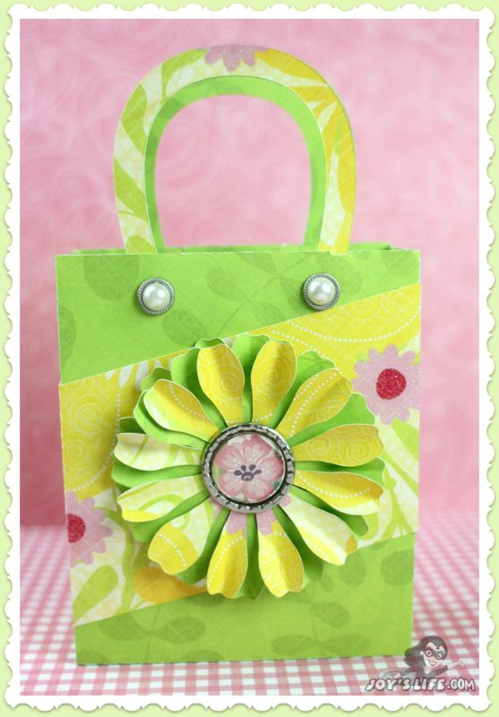Make a Sturdy Floral Gift Bag with a Bottle Cap Center #GlueDots #SVGCuts #SizzixEclips