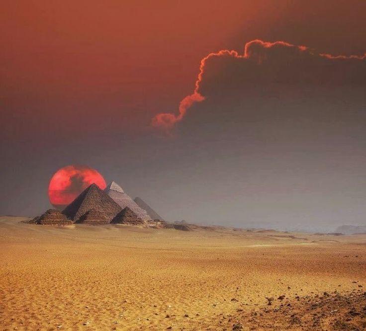 Фантастический снимок. Египетские пирамиды