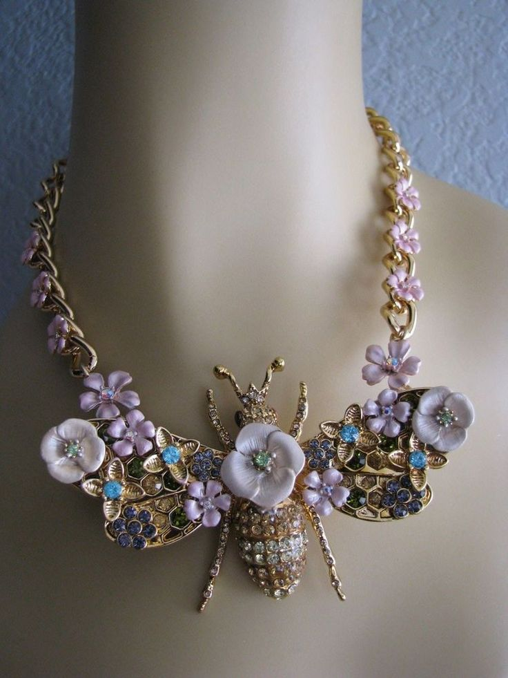BETSEY JOHNSON QUEEN BEE BIG BEE PENDANT STATEMENT NECKLACE~NWT #BetseyJohnson #Statement