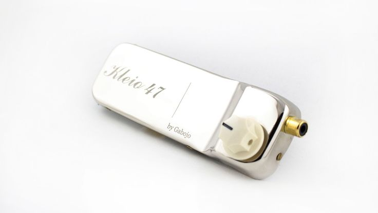 Kleio 47 is an ideal pickup for Selmer Maccaferri style guitars. It produces an amplified sound, referring to the electric period between 1946 and 1950. The tone of Kleio 47 is influenced by the recordings of 1947, where the poor amplification and the naturally aggressive acoustic technique of Django gave to our ears (and hearts) that legendary, gypsy jazz tone.