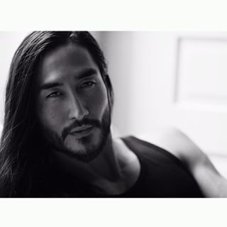 Wait, who DOESN'T love guys with long hair? ;) This sultry seducer. | 21 Long-Haired Guys Who Will Sexually Awaken You