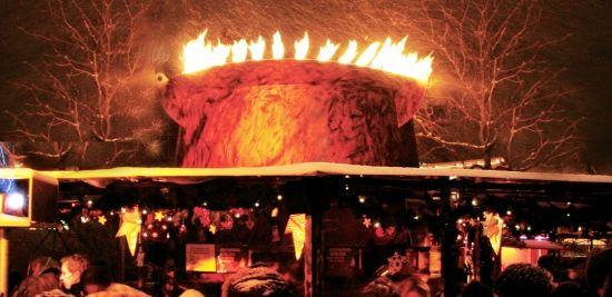 Die Feuerzangenbowle ist ein beliebter Treffpunkt in unmittelbarer Nähe des Christkindlesmarktes