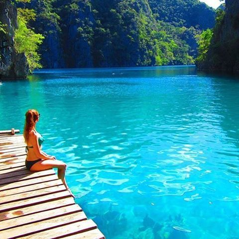 "Kayangan Lake - Coron, Philippines @carlyylouisee - ""Enjoying the view  #Backpackerstory #backpacker #philippines"
