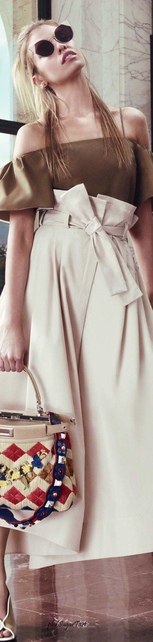 :Fendi Resort 2017...paper bag waist pants are back...love them: