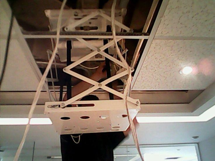 Instalacion de soporte electrico ascensor