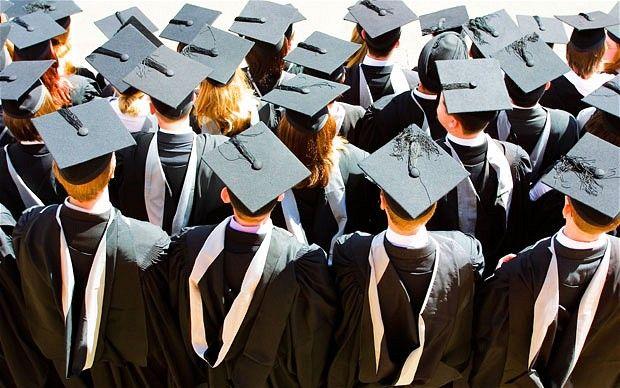 Wiedzieliście, że w roku 1991 liczba polskich studentów wynosiła niecałe 400 tys?! W ciągu 20 lat liczba ta wzrosła do 1 764 060! Coraz więcej młodych ludzi decyduje się na studiowanie i rozwijanie swojego wykształcenia. Wszystkich, którzy chcą kontynuować swoją naukę na uczelni wyższej, zapraszamy do Akademii Polonijnej!  http://pl.ap.edu.pl/ #studiaczęstochowa #studialicencjackieczęstochowa #studiamagisterskieczęstochowa