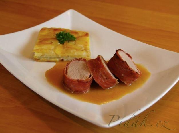 POTŘEBNÉ PŘÍSADY:  Vepřová panenka ve slanině:  2 vepřové panenky (cca 600g) 250-300 g slaniny (můžete použít i parmskou šunku, Schwarzwaldskou šunku)  ...