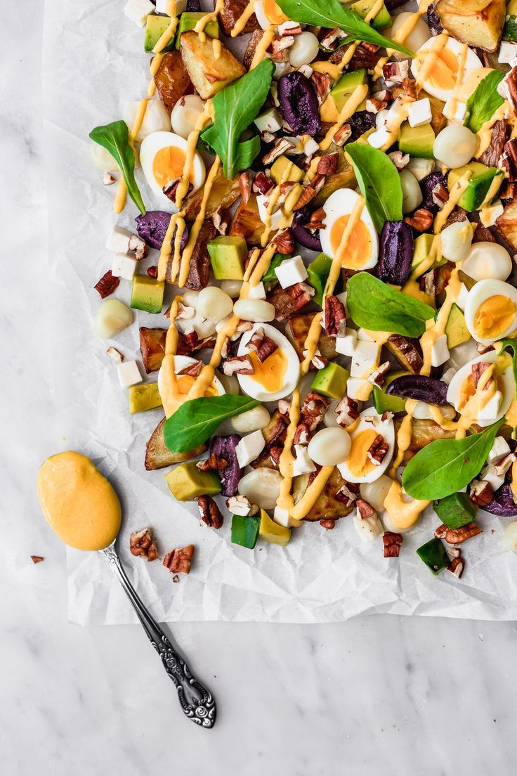 This salad is excellent because it has lots of ingredients and all of them are great. This Peruvian Salad has roasted new potatoes quail eggs olives queso fresco corn pecans avocado and Huancaína sauce. Its to die for! Lunch Recipes, Salad Recipes, Cooking Recipes, Sweets Recipes, Pecans, Peruvian Potatoes, Peruvian Recipes, Queso Fresco, Quail Eggs