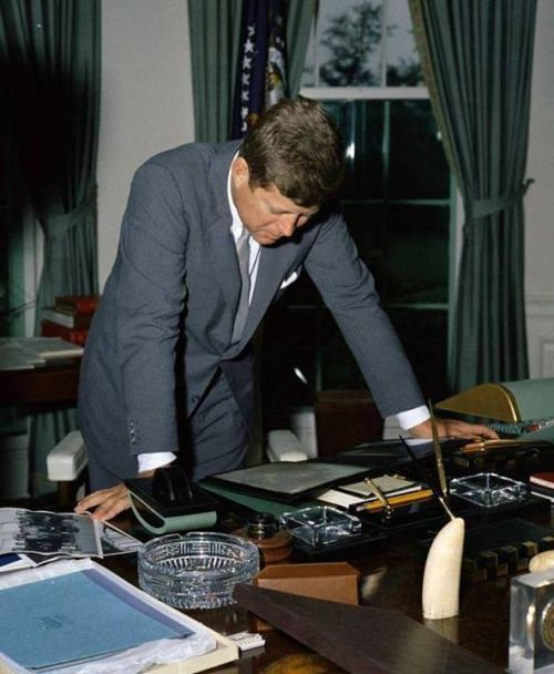 "Our Presidents. President Kennedy was known for being a fast and voracious reader. As Mrs. Kennedy once said, ""He'd read walking, he'd read at the table, at meals, he'd read after dinner, he'd read in the bathtub…He really read all the times you don't think you have time to read."" In fact, JFK could read 1,200 words per minute. Check out this letter from JFK's press secretary, Pierre Salinger, discussing JFK's talent."