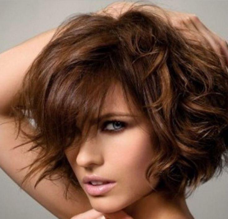 Kısa Bob Saç Modeli Kadınlari Zayıflatıyor