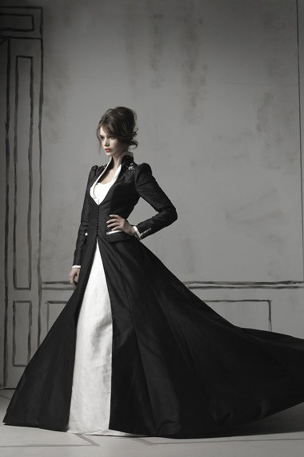 Love the jacket only in white for winter wedding