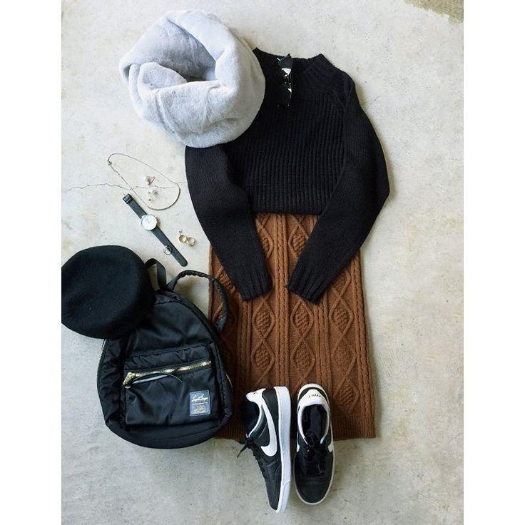 ファッションのイタフラ(ナチュラル服のイタフラ)さんのインスタグラム(Instagram)写真「11.3・#ケーブルニット の#スカートコーデ ・・#ニット →イタフラ(秋の人気服/検索)#ニットスカート →(秋の人気服/検索)#スニーカー →#ナイキ#靴下屋 #スヌード #ベレー帽 #z」。芸能人・有名人のInstagram(インスタグラム)。