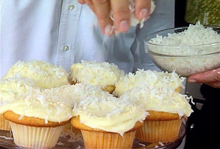 Ina's 5-star Coconut Cupcakes #CoconutCupcakes #BarefootContessa: Food Network, Vanilla Cupcakes, Frostings Recipes, Barefoot Contessa, Cupcakes Recipes, Coconut Cupcakes, Ina Garten, Minis Cupcakes, Cupcakes Rosa-Choqu