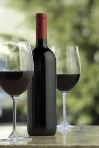 How to Choose a Good Brand of Merlot Wine thumbnail