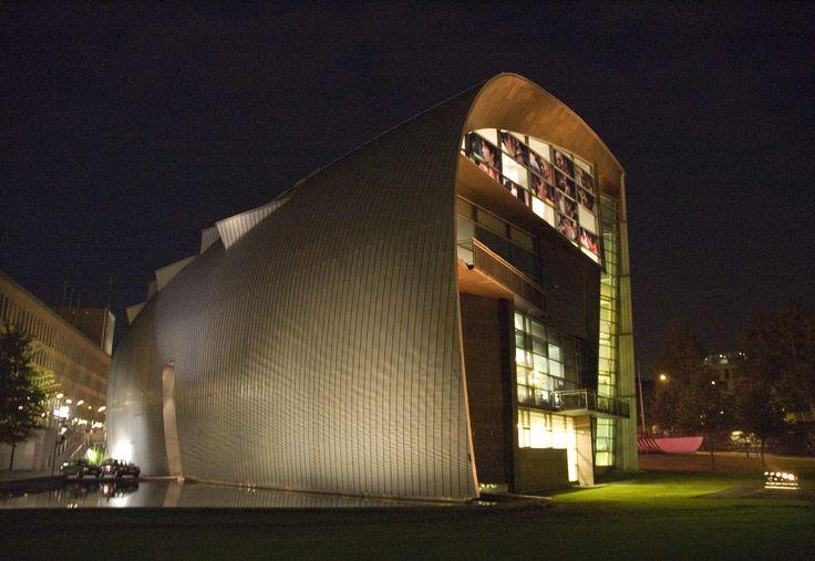 Kiasma glowing in the dark | Photo: Finnish National Gallery / Petri Summanen