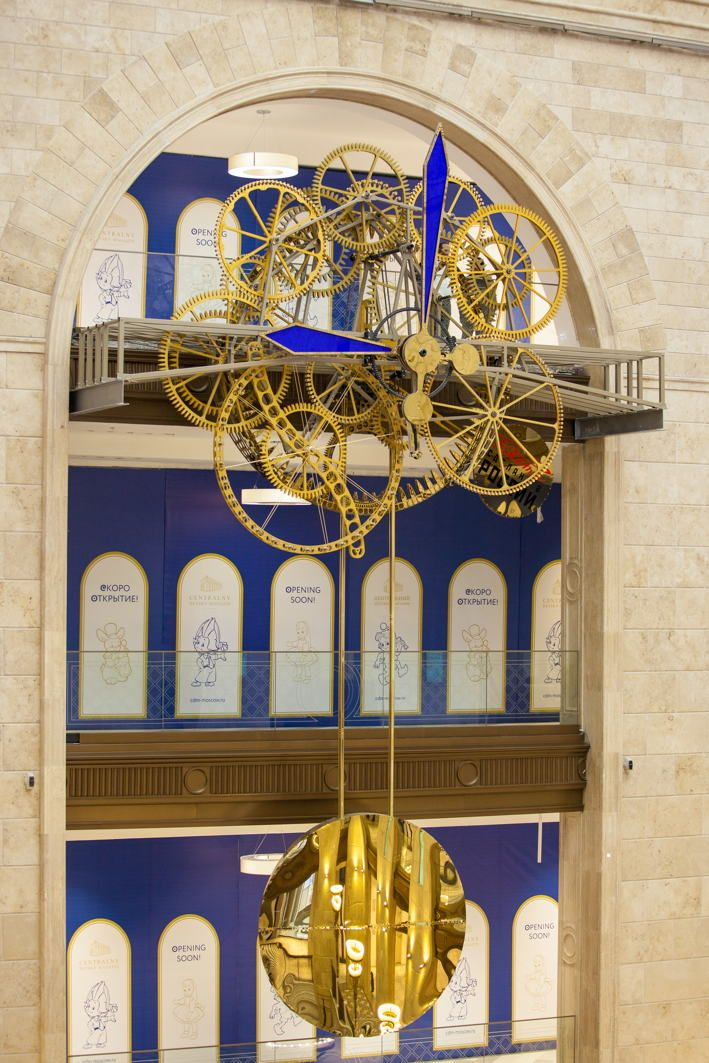 Monumental Time Machine by Schlumpf for a Project at Detski Mir Shopping Ballin Moscow