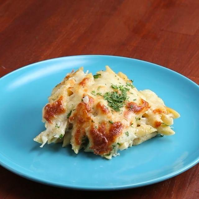 とろ〜り、アツアツ!たっぷりチーズの焼きペンネ🍴  #料理好きな人と繋がりたい #チーズ #鶏肉 #バジル #ペンネ #生クリーム #簡単レシピ #料理動画