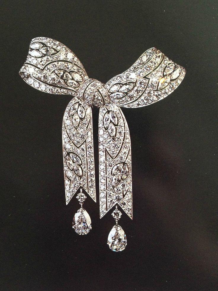 Elizabeth Taylor' s Belle Epoque diamond brooch from Gillot