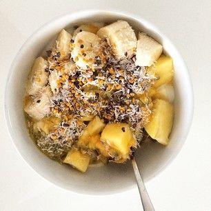 iogurte de soja, abacaxi, banana da madeira, maracujá   pólen de abelha, pepitas de cacau e coco ralado