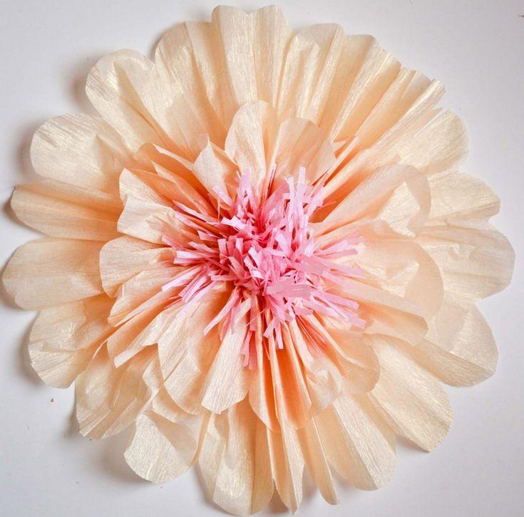 Share Tweet Pin Mail Segredinho da vovó. Papel crepom usado para fazer flores pode ser pano de fundo paar mesa do doces . Você ...