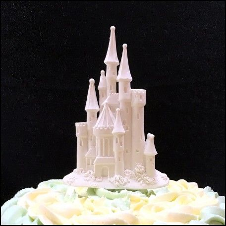 princess castle wedding cake toppers best 25 castle wedding cake ideas on princess 18767