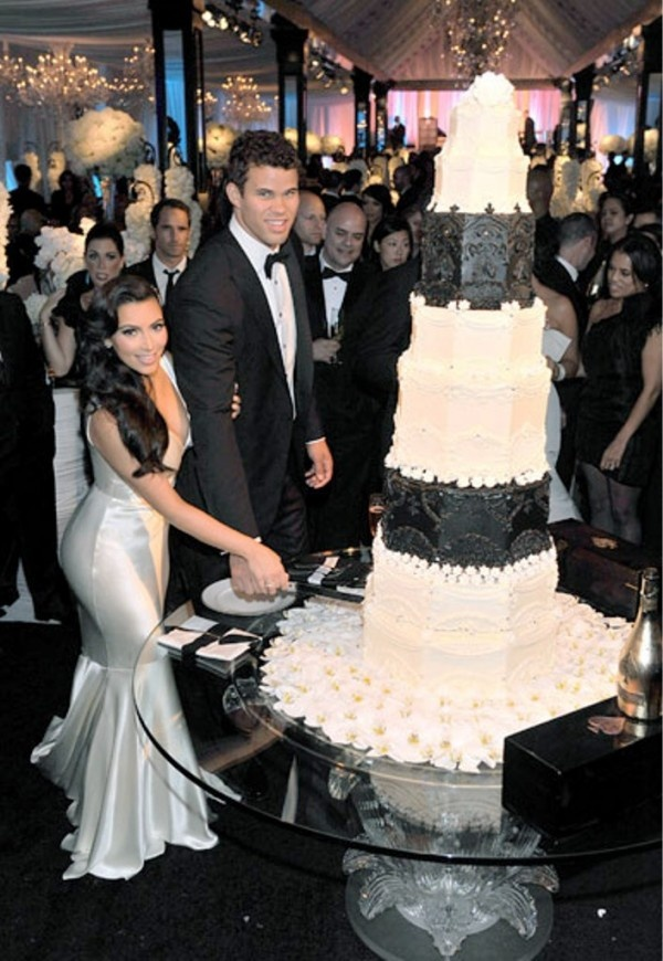 16 Amazing Celebrity Wedding Cakes Kim Kardashian And Kris Humphries Married 72 Days