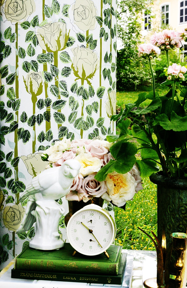 Rose - Beige from our wallpaper collection Summer Memories by Ulrika Gustafsson. Wallmural, Wallpaper, Photowall, Home decor, Fototapet, Valokuvatapetit.