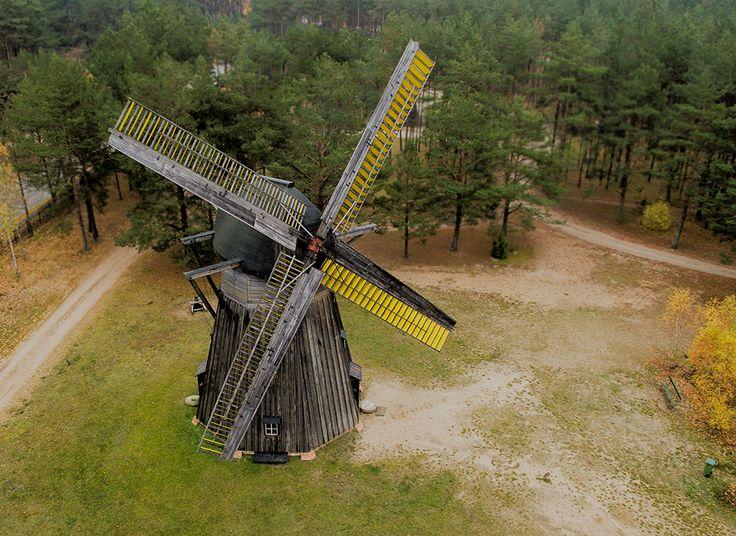 Na terenie parku znajdziecie ponad 50 obiektów architektury ludowej Kaszub i Kociewia.