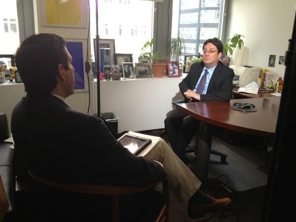 En NY en entrevista con Univisión. @PachoSantosC