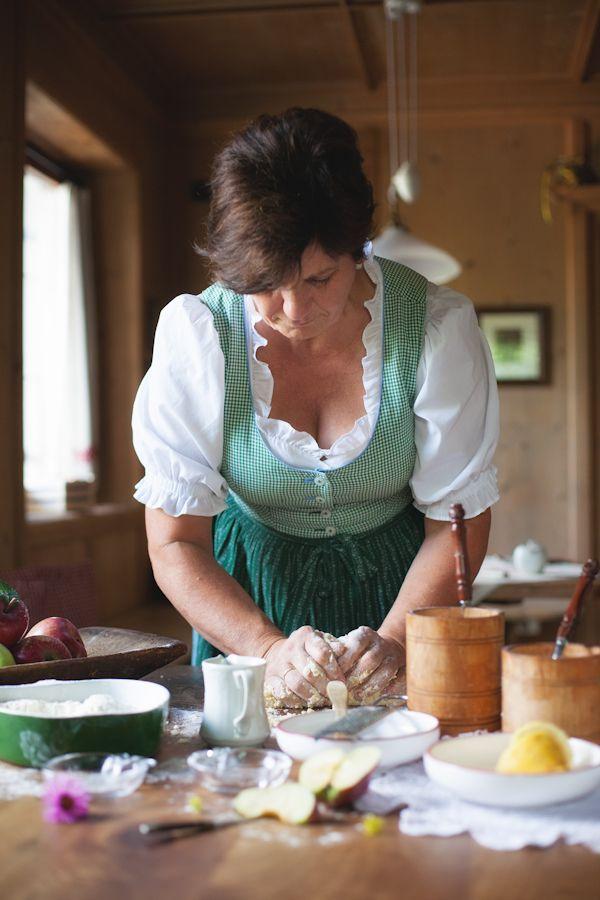 Herrliche Rezepte aus der Südtiroler Bauernküche wie ein originaler Südtiroler #Apfelstrudel lassen Genießerherzen höher schlagen. #meetmerano #suedtirol #backen #apfel #meranerland