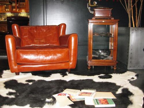 ASSI D'ASOLO  Vetrinetta girevole in ciliegio e vetro.  Art. 7746/A  53 x 53 cm, altezza 85 cm  Prezzo listino € 1.047,00  Prezzo listino € 550,00 DEVINCENTI MULTILIVING Via Casaloldo, 2 46040 Piubega Mantova 0376 65530 #design #mantua #devincenti #multiliving #arredamento #showroom #mantova #furniture #piubega