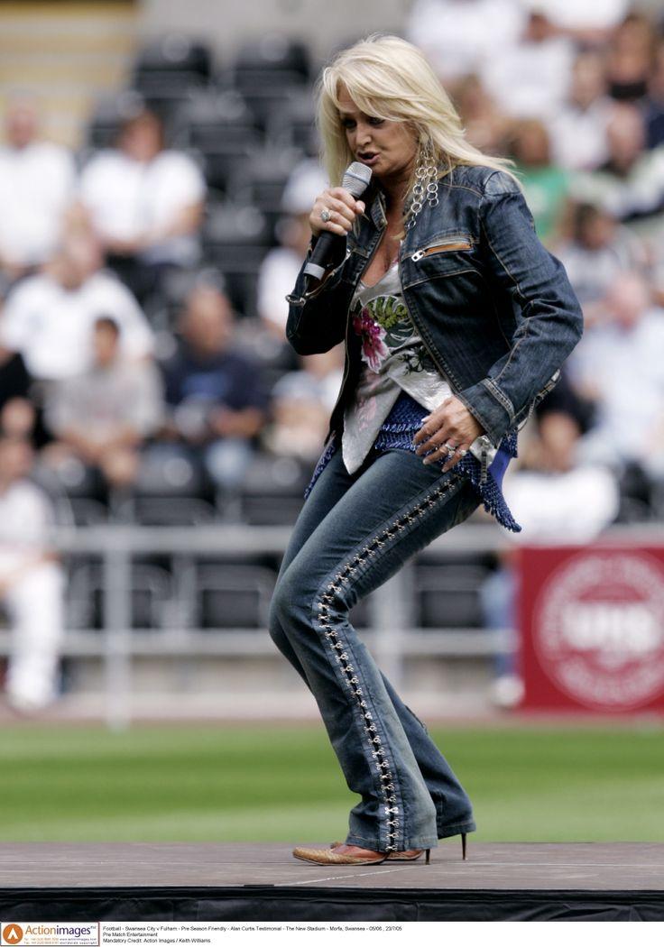 #bonnietyler #rugbymatch #singing