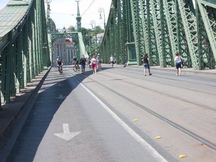 az üres Szabadság hidat kár lenne kihagyni