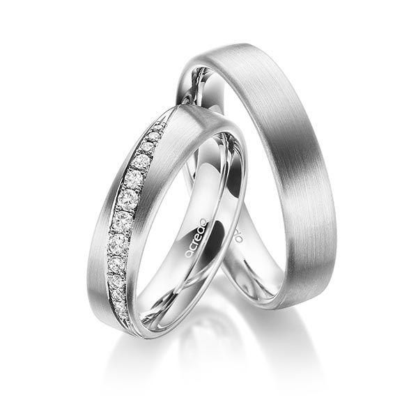 Trauringpaar in verführerischem Platin 950/- mit Diamanten im Brillant - Schliff von insgesamt ca. 0.206 ct. tw, si. Lassen Sie sich inspirieren und gestalten Sie Ihre individuellen Liebessymbole.  Set-ID: A-1701-2