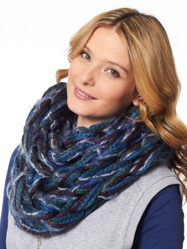 Arm Knit Cowl. @Maureen Mills Mills amero Jane Sundgren, you could make this be REALLY cool with the yarn combos you use!!