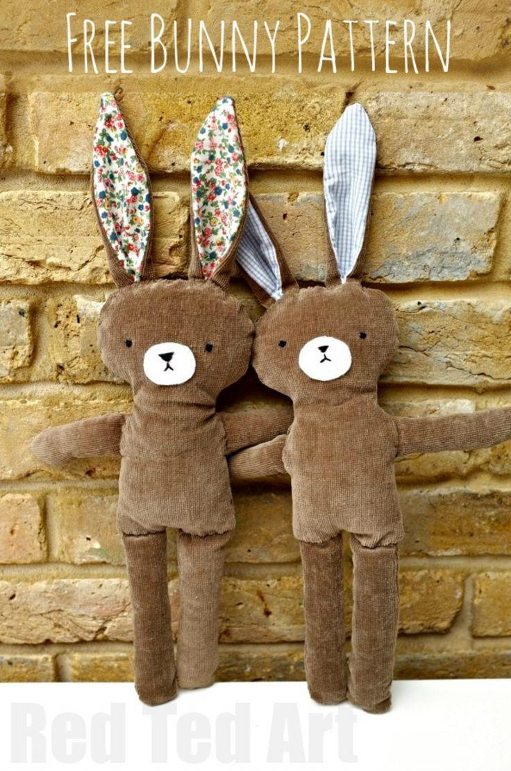 Kijk wat ik gevonden heb op Freubelweb.nl: een gratis patroon van Red Ted Art om deze konijnen knuffels te maken https://www.freubelweb.nl/freubel-zelf/zelf-maken-met-stof-konijn-4/