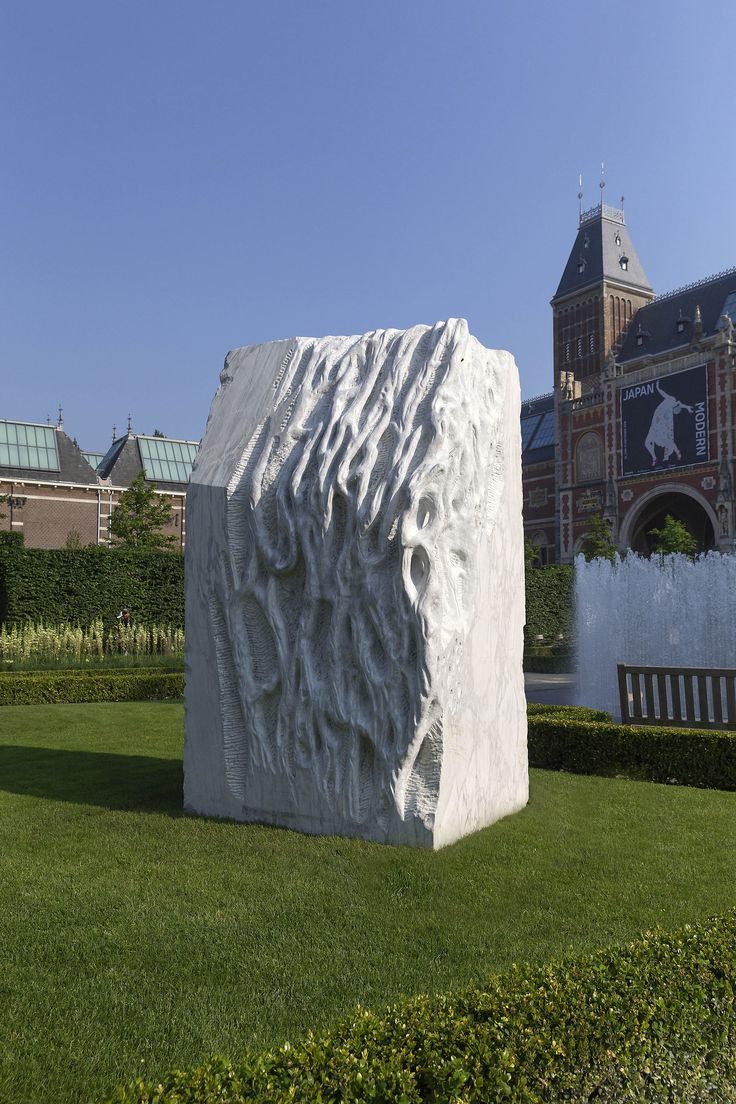 Giuseppe Penone (on display in the Centre Pompidou's exhibition « Un Art Pauvre ») can also be seen at the annual sculpture display in the @rijksmuseum's gardens! Anatomia (2011), Giuseppe Penone. Private collection. Photo Olivier Middendorp