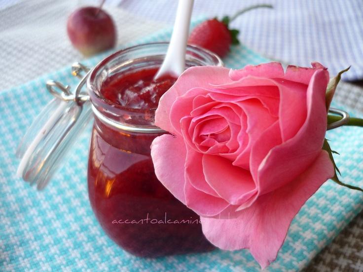 Confettura di corniolo e petali di rosa....poesia sottovetro..