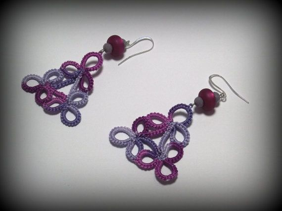 Tatted earrings Trigonos purple version di TheItalianCraftShop