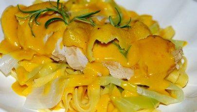 Syrlig saffranskyckling med färsk pasta