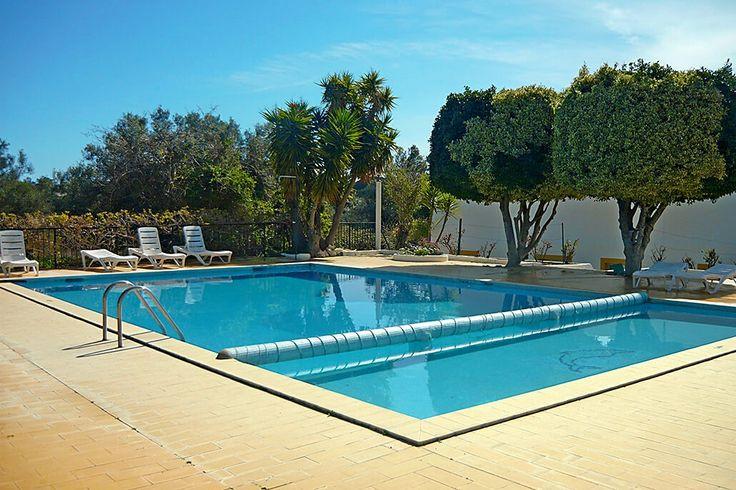 Description: Kleinschalig & knus complexje voor rustzoekers en natuurliefhebbers  Lekker rustig in het ongerepte Westen van de Algarve Monte dos Avos Fuseta is een heerlijk rustige accommodatie voor een onbezorgde vakantie aan de mooie zuidkust van Portugal. Liefhebbers van een landelijke omgeving en ongerepte natuur zitten hier helemaal goed. Wil je wat meer reuring dan is de hoofdstad Faro niet ver weg en ook het schilderachtige Tavira met haar leuke dorpsplein en vele kerken heb je in een…