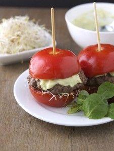 Hamburguesas de tomate sin pan (No bread hamburgers) Put hamburger into tomato halves. Add avocado, greek yogurt or mayonaise.