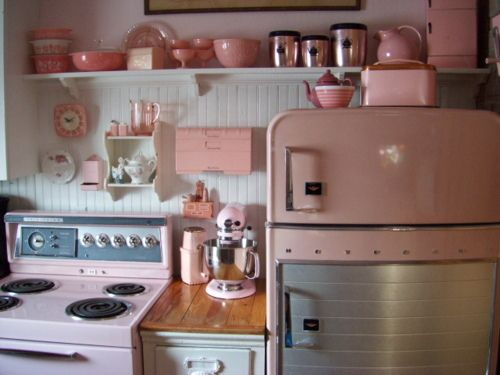 pepto double punch!Pink Pink Pink, Dreams Kitchens, Vintage Kitchens, Pink Vintage, Vintagepink, Vintage Pink, Design Kitchen, Pink Kitchens, Retro Kitchens