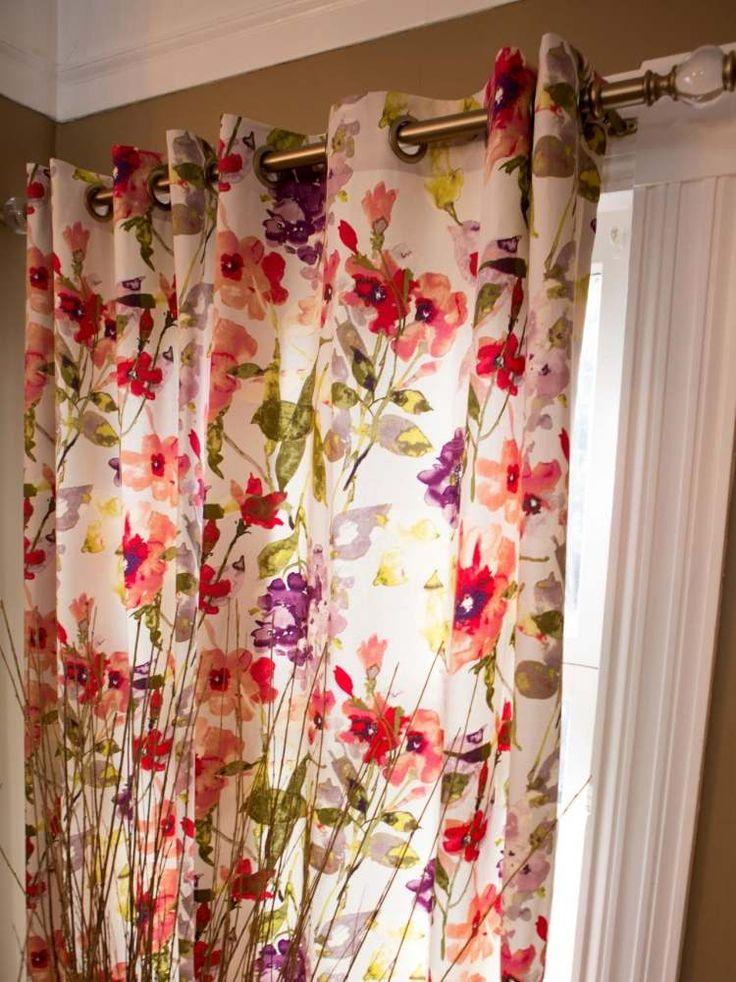 confection rideaux en tissu blanc à motifs floraux multicolores - fixation à œillets clipsés