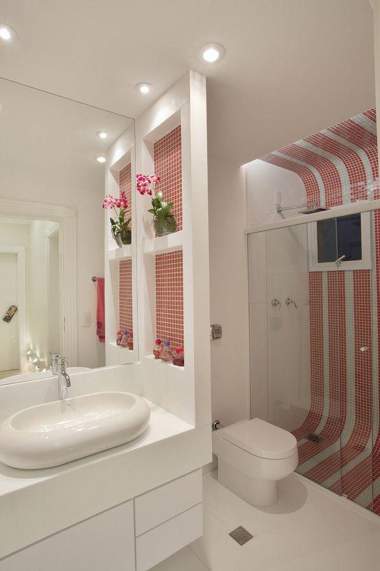 Apartamento Jatobá : Banheiros modernos por Designer de Interiores e Paisagista Iara Kílaris