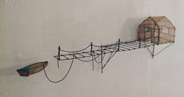 ° chercheur de silence fil de fer & tarlatane teintée H 9,5 X L31 X P5,5 cm